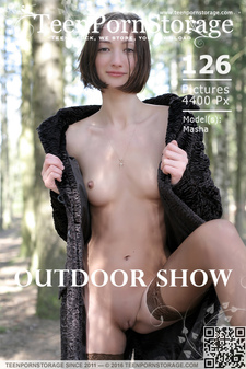 Teen Porn Storage - Masha - Outdoor Show
